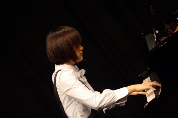 pianist,performance,musician,music,musical instrument accessory