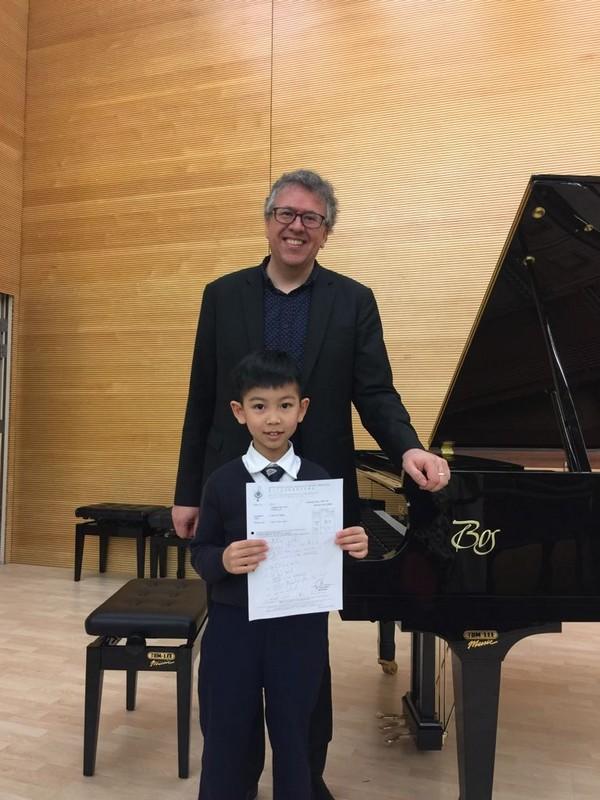 piano,pianist,keyboard,suit,formal wear
