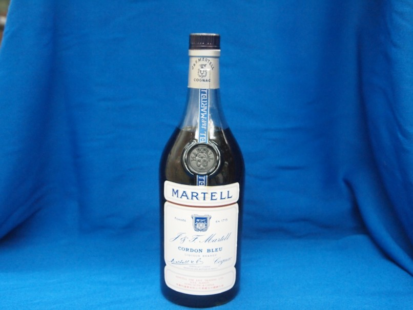 MARTELL CORDON BLEU,liqueur,distilled beverage,alcoholic beverage,drink,bottle