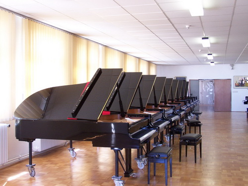piano,keyboard,technology,musical instrument,table