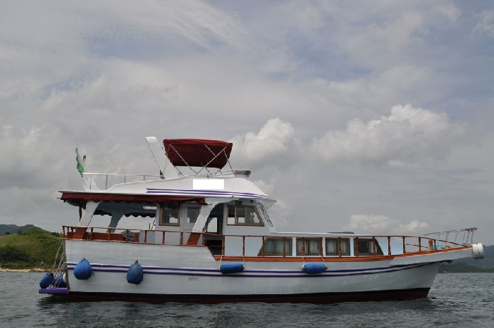 boat,water transportation,motorboat,watercraft,motor ship