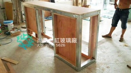 缸玻璃廠 5626 大根,furniture,table,floor,flooring,desk