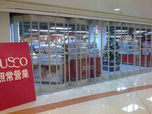 retail,outlet store,glass,shopping mall,product