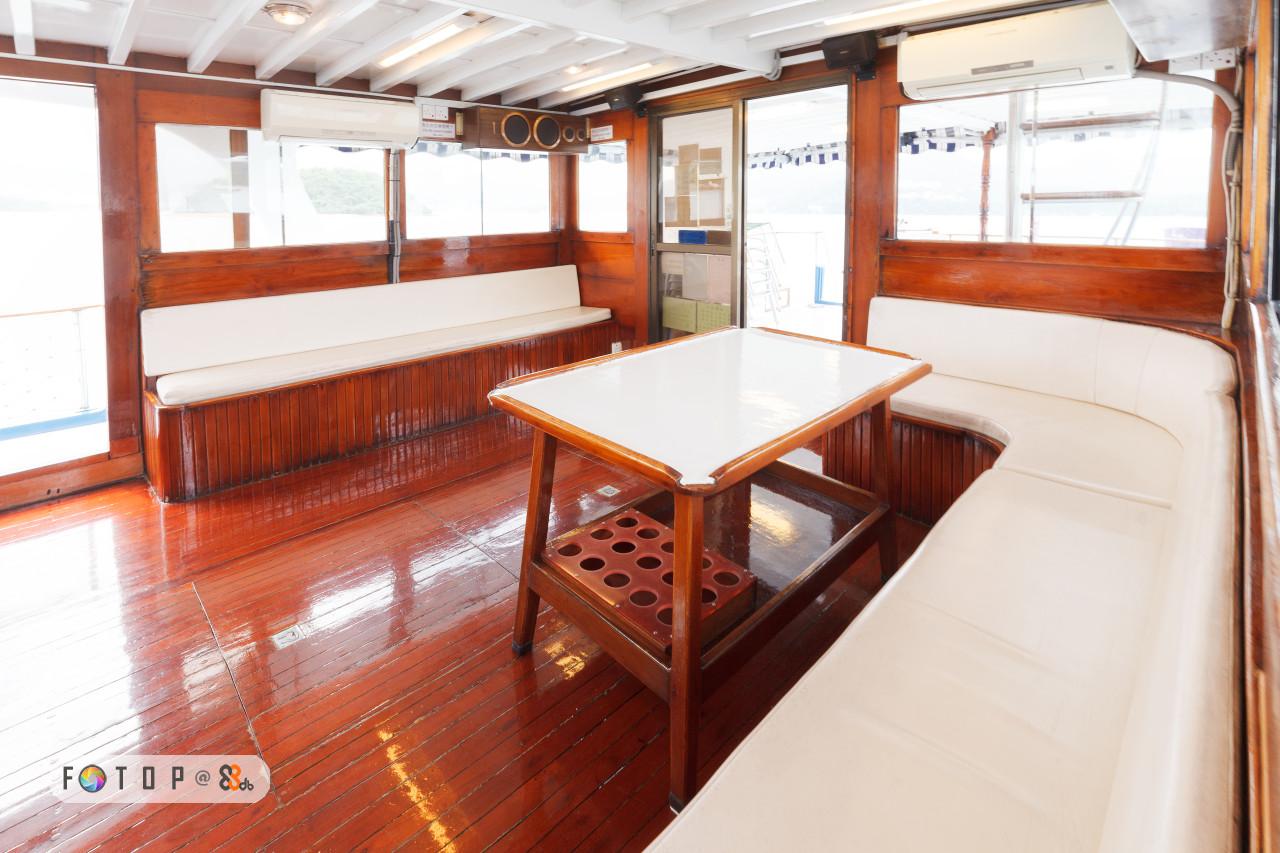 deck,boat,wood,vehicle,yacht
