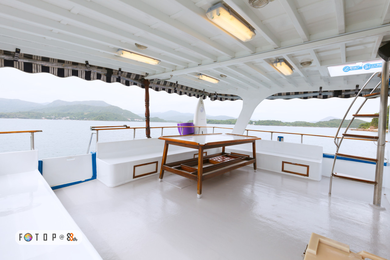 FOT O P @,boat,yacht,vehicle,deck,watercraft
