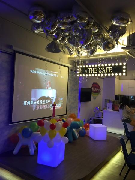 THE CAFE 在清晨在夜晚在風中.,function hall,interior design,purple,ceiling,lighting