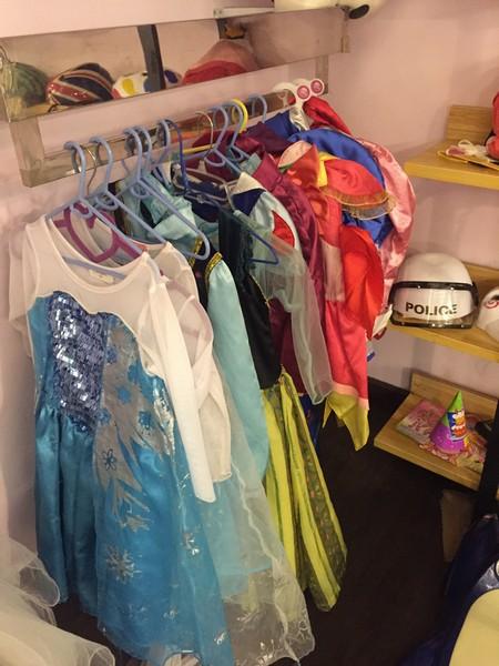 clothing,room,boutique,dress,textile