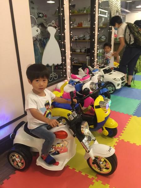 product,toy,vehicle,