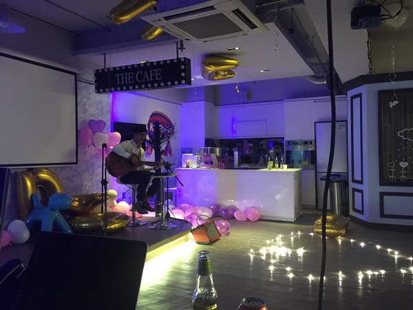 THE CAFE,entertainment,lighting,technology,stage,design