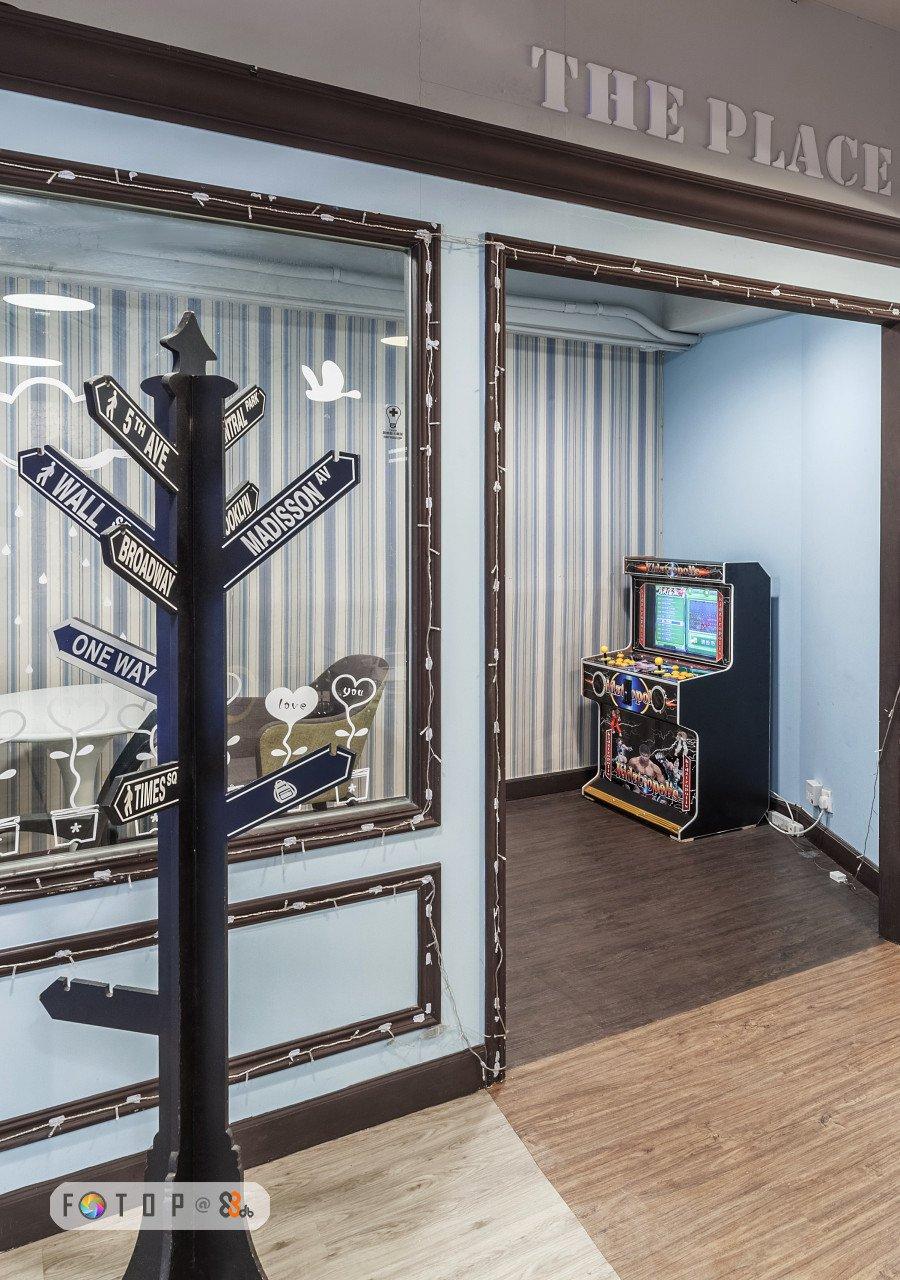 ONE WAY love tou 0 FOTI P@ S,structure,floor,flooring,