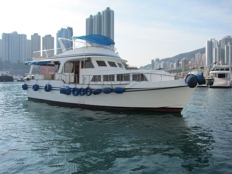 boat,water transportation,motorboat,waterway,mode of transport