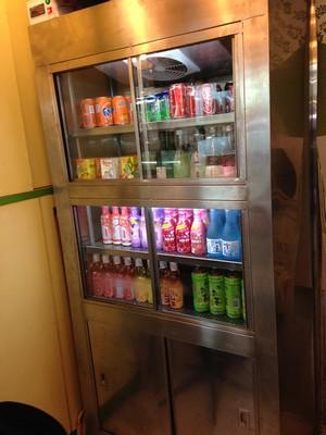 vending machine,display case,shelf,machine