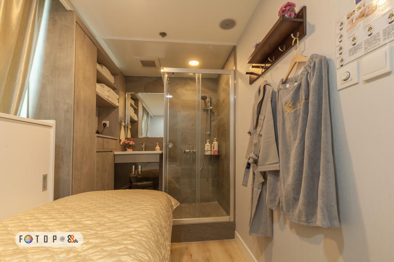 Room,Property,Interior design,Ceiling,Bed