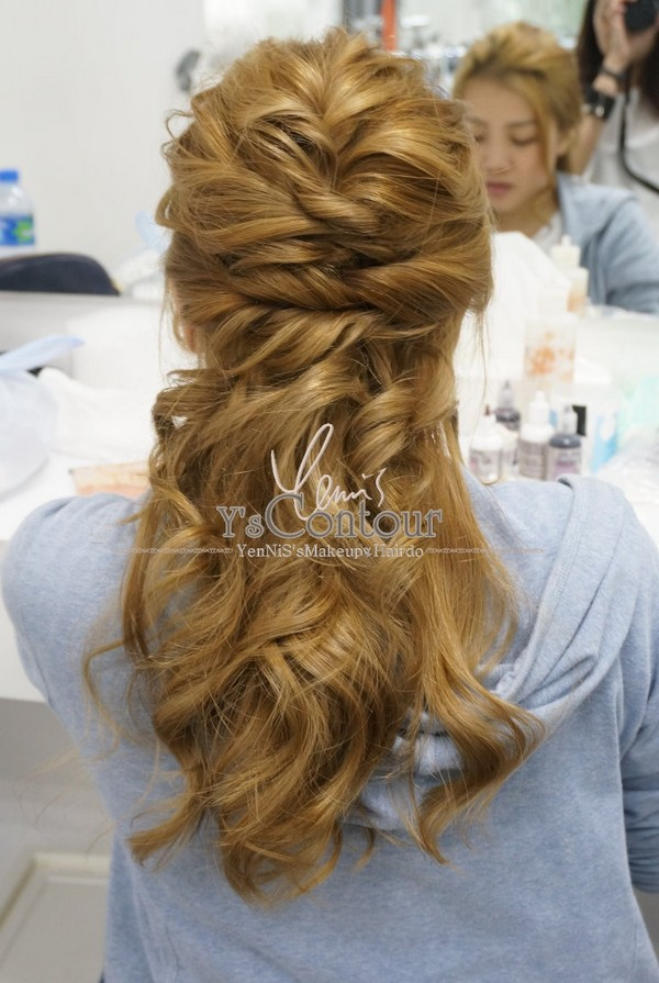 hair,hairstyle,human hair color,long hair,blond