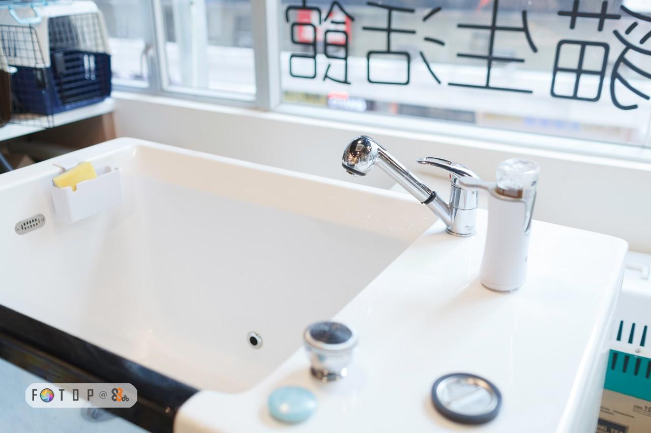 tap,sink,product,plumbing fixture,bathroom