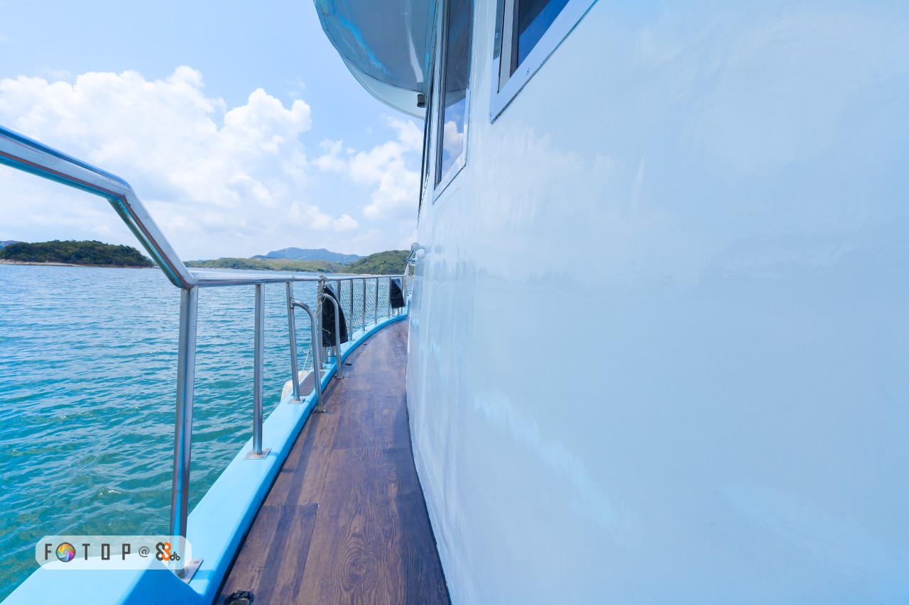 3 FOTI P @,water,water transportation,sea,boat,sky