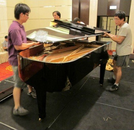 piano,indoor games and sports,table,furniture,keyboard