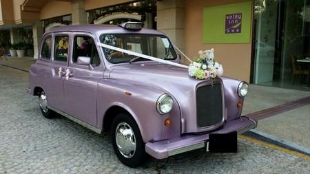 car,motor vehicle,vehicle,austin fx4,mid size car