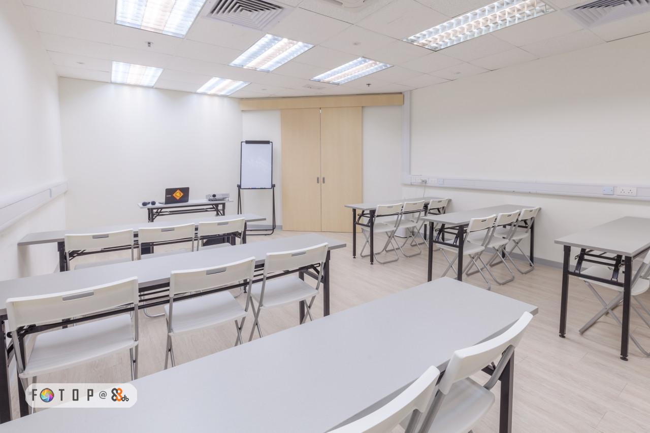 FOTO P,room,classroom,table,real estate,