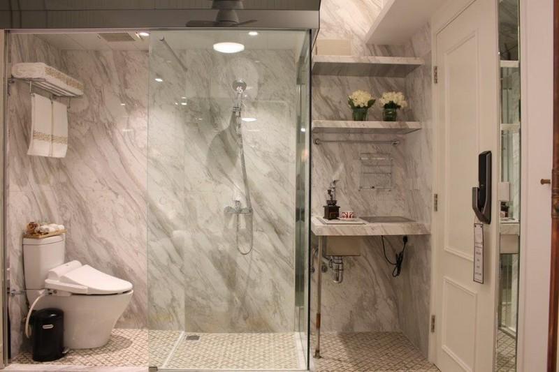 room,bathroom,plumbing fixture,tile,floor
