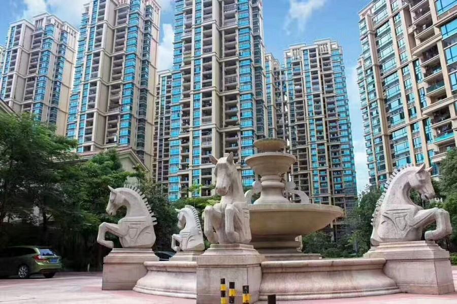landmark,metropolitan area,statue,condominium,monument