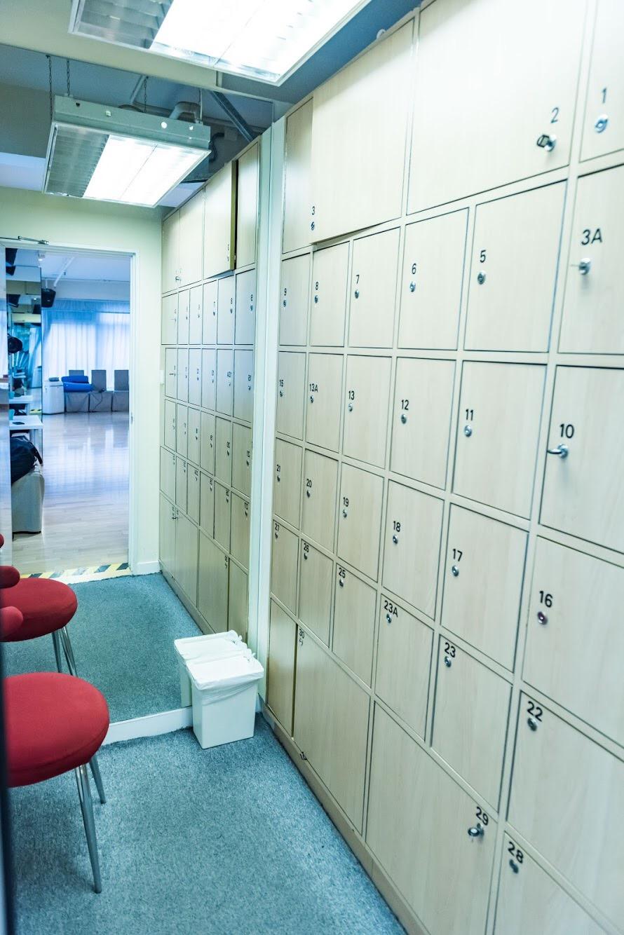 9 2 6 5ヶ 12 .,wall,architecture,locker,interior design,furniture