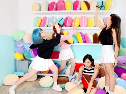 footwear,room,shoe,girl,